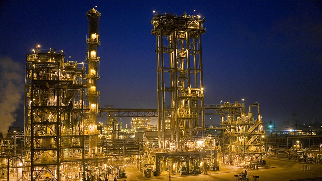 API 617, 672 or other stringent specifications are written and designed that there is NO unscheduled downtime in critical blower applications Pressure or vacuum in both gas and air applications associated with the petroleum and chemical industries require absolute reliability. Hazardous gas systems like H2S gas require strict material selection per NACE and a design that offers no chance for leakage. Area classifications such as Class 1 Division 1 (explosion proof) or Zone 0 are stringent specifications that Lone Star's qualified experience can offer for the most demanding blower applications.